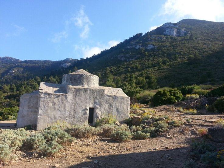 """La chiesetta presso la località """"Case Romane"""" a Marettimo"""