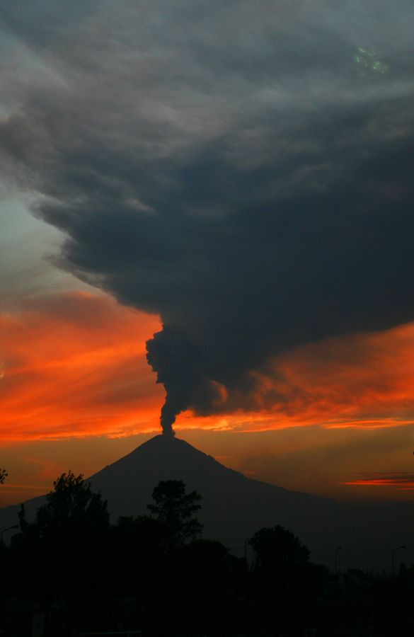 Popocatepetl -- Volcano at sunset
