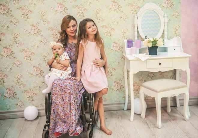 Ксения Безуглова. нвалидность не помешала ей два раза испытать счастье материнства, стать победительницей престижного конкурса «Мисс Мира-2013» в Риме,