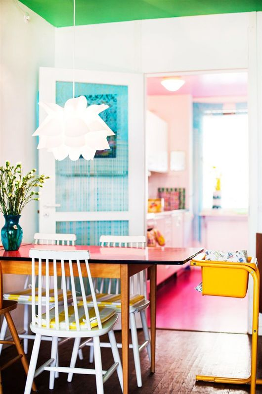 Bright and cheerful! What every home should be.