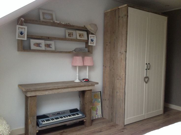 39 best images about steigerhouten bedden en meubels on pinterest pastel child room and for Maak een kledingkast