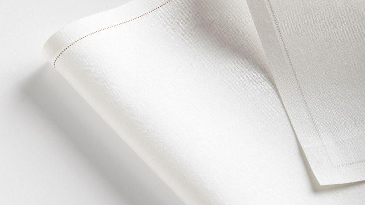 MY DRAP Profesional. Nomon Design - Estrategia de marca, estrategia de portafolio, diseño de producto, identidad corporativa, concepto y diseño de los materiales de comunicación para MY DRAP Profesional. Materiales de comunicación, catálogo y estand para ferias, bajo el concepto creativo del lienzo en blanco donde el cliente es el creador de su propio producto. #diseño #comunicación #editorial #catálogo #producto #direccióndearte #gastronomía #manteles #servilletas #personalización