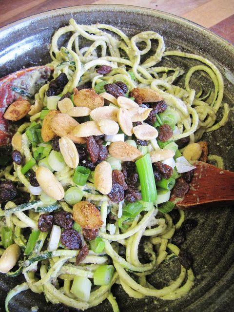 pumpkin seeds and garlic pasta (zucchini noddles) - raw food recipe