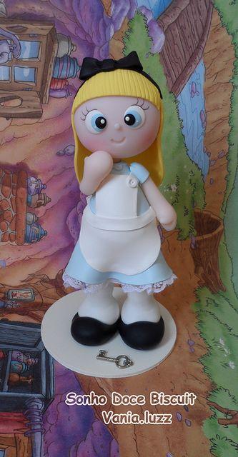 Alice =) by Sonho Doce Biscuit *Vania.Luzz*, via Flickr