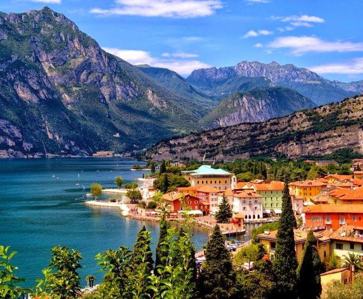 Trentino Alto Adigio (Italia) que es más conocida por la belleza de sus montañas, este escenario tiene una extraordinaria variedad de paisajes,bosques,lagos,un juego mágico de luces entre los picos de las Dolomitas, pueblos de ensueño con sus campanarios y los mil tonos de una naturaleza auténtica. Es característico el panorama del Lago de Garda que en la región del Trentino se estrecha y aparece como un fiordo encerrado entre las altas montañas.! http://blog.GustavoyEly.com