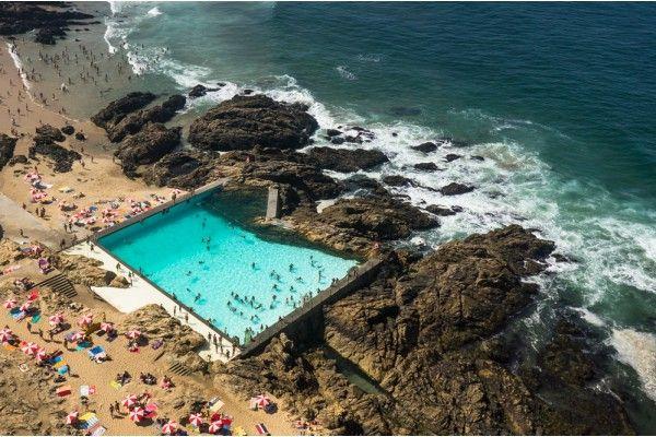 Le a da palmeira swimming pool by alvaro siza vieira joao for Piscinas oporto