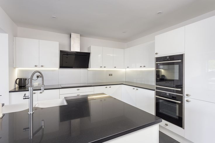 Beautiful white gloss Solent Kitchen with Island