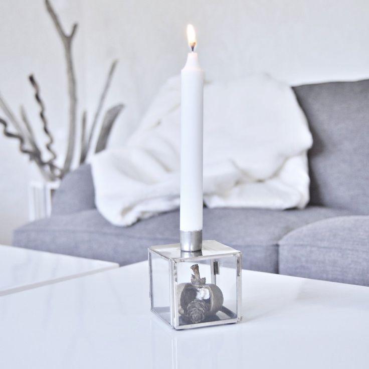 Vackraste rustika ljusstaken i silver. Dekorera glasboxen precis som du vill genom luckan på baksidan. Vanliga kronljus passar.