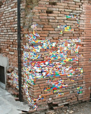 Jan Vormann, a German artist who has started patching old walls with Lego bricks during an art festival in Bocchignano, Italy. http://restreet.altervista.org/dispatchwork-larte-di-riparare-con-i-lego/