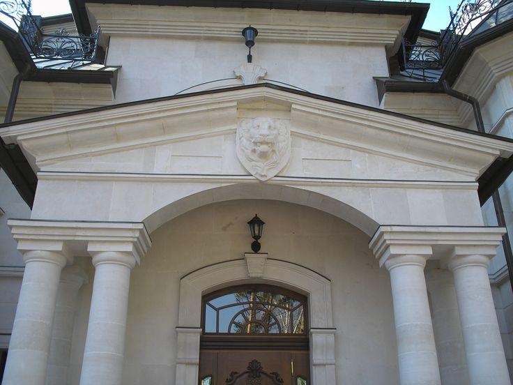 Обрамление портала с парными колоннами из ИБ