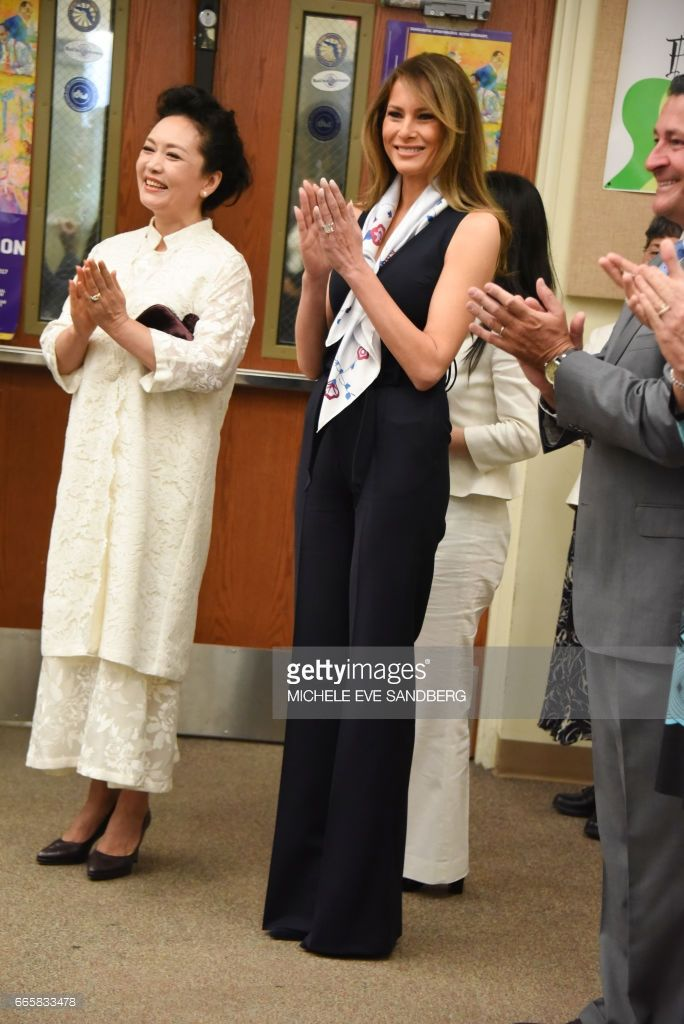 People's Republic of China First Lady Peng Liyuan and US First Lady Melania Trump visit the Bak Middle School of the Arts at West Palm Beach on April 7. 2017. / AFP PHOTO / Michele Eve Sandberg