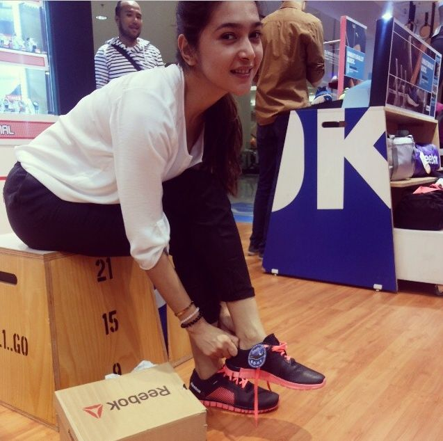 Nabila Syakieb trying on Reebok shoes