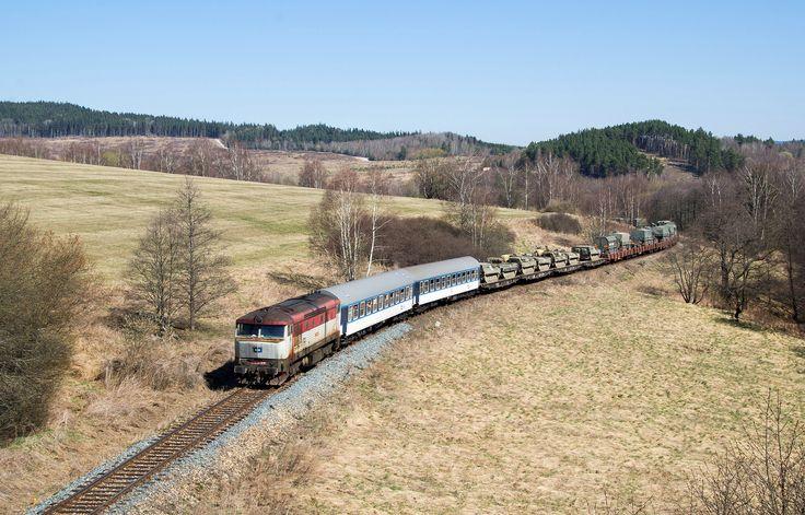 https://flic.kr/p/SieidJ | 749.019 s vojenským transportem u Polné na Šumavě