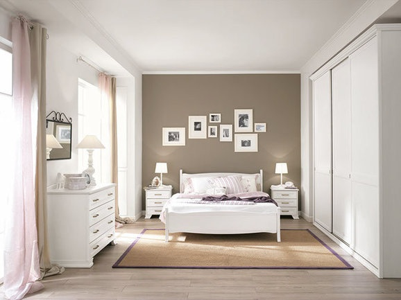 Camera da letto moderna. Modern bedroom.