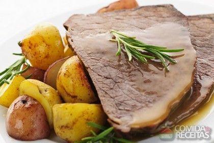 Receita de Rosbife ao molho de mostarda em receitas de carnes, veja essa e outras receitas aqui!