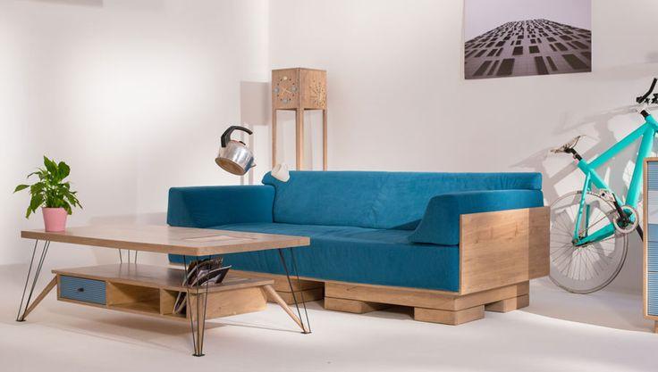 Canapeaua Fahrenheit, o piesă de mobilă ce aduce aminte de proiectele DIY ce folosesc paleți reciclați. Calitatea finisajului şi tapițeria sunt însă net superioare acestora.