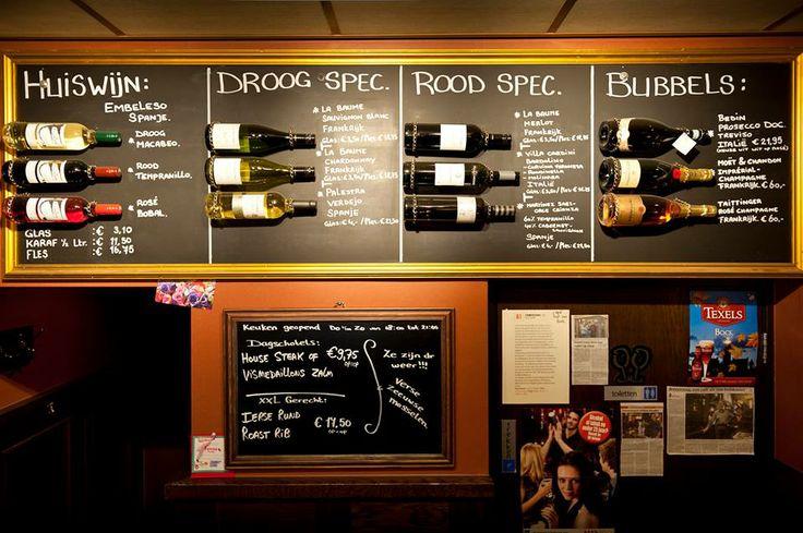Bij café Zomerzorg (op nummer 81 in Misset Horeca Café Top 100) in Hillegom maakt mede-eigenaar Nigel Siebelt zijn eigen wijnkaart. Niet een traditionele in een leren mapje maar één voor aan de muur. Met echte flessen.