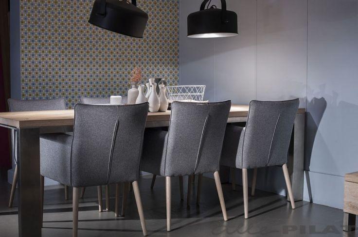 Eiken tafel RVS wordt op maat gemaakt van rustiek en massief eikenhout - Woonwinkel Alle Pilat #natuurlijkwonen #interieur #eikenhout