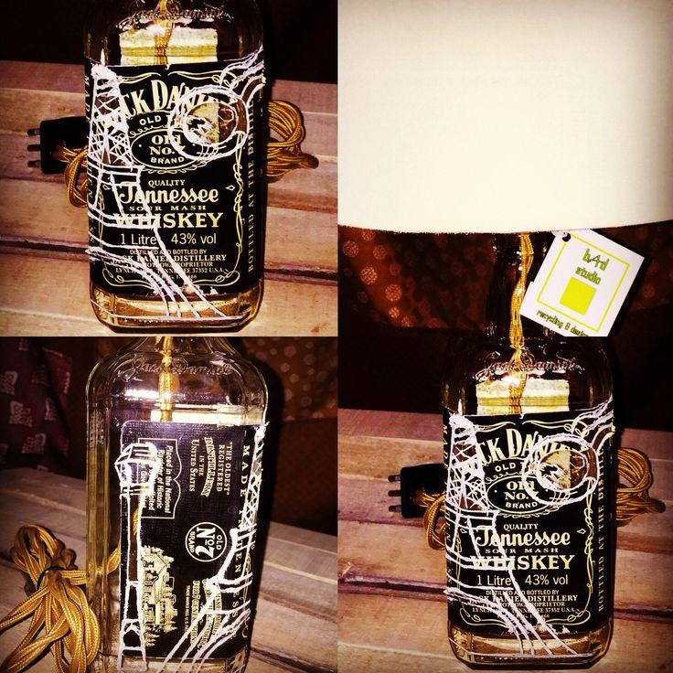 Lampada Jack Daniel's incisa a mano con decoro parigino.
