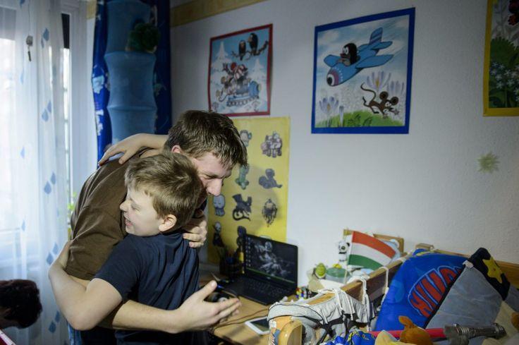 Lassan egy évtizede hívják fel a figyelmet világszerte minden április 2-án az autizmussal élő embertársainkra, különféle látványos rendezvények mellett idén a hétköznapi életben is hasznos kezdeményezéssel találkozhatnak a világnap programjaiban résztvevők.