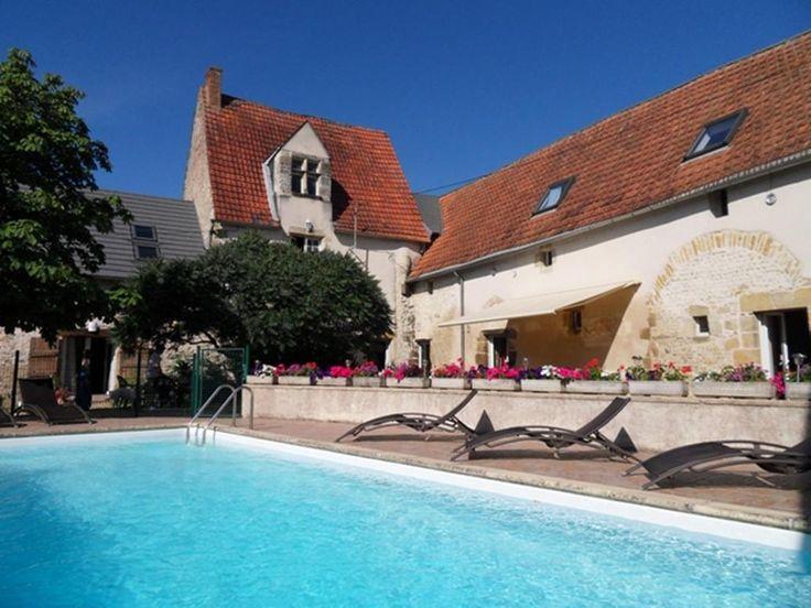 €130 Le Petit Nançay is gevestigd in een gerenoveerde 15e-eeuwse boerderij met een buitenzwembad en individueel ingerichte kamers.