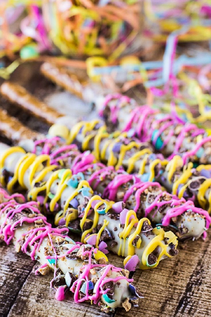 Spring Chocolate Covered Pretzels (via Deliciously Sprinkled)