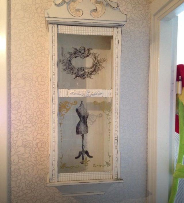 En gammal klocka som blivit ommålad och dekorerad. Från: Facebook / Återbruka mera!