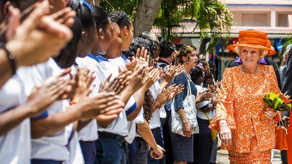 Afbeelding van aflevering: Prinses Beatrix bezoekt Sint Maarten