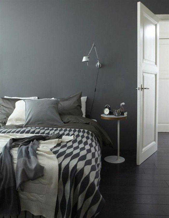 Schlafzimmer Grau Wände Bettwäsche Muster Wandlampe Beistelltisch