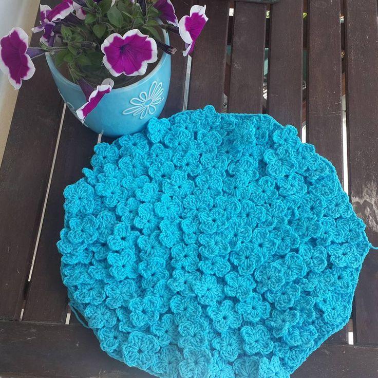 Mavi #ortanca seven? / #hydrangeas will start blooming soon #crochet #ilovecrochet #crochetersofinstagram #tigisi #tığişi #elisi #elişi #handmade #coloraddict #cushion #crochetcushion #craftastherapy_colortherapy http://turkrazzi.com/ipost/1521045674312635967/?code=BUb1vtgjJY_