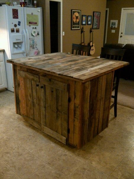 I love this rustic kitchen island made from recycled pallets. Fabulous! I would clear coat it and add some fab hard ware