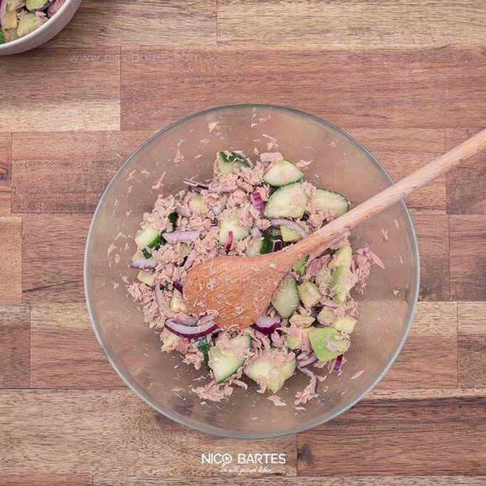 Ein Salat mit Avocado – himmlisch. Der heutige Low-Carb Salat beinhaltet je 100 Gramm nur 3,6g Kohlenhydrate, 133 Kalorien und ist in wenigen Minuten fertig. Wer auf seine Figur achtet sollte das Rezept unbedingt probieren, denn der heutige Low-Carb Salat mit Thunfisch schreit förmlich danach verschlingt zu werden. Sieht man sich die Zusammensetzung und die gesunden Nährwerte des Rezeptes genauer an, kann man das sehr gut verstehen. Aufgrund der einfachen Zutaten die rasch miteinander…
