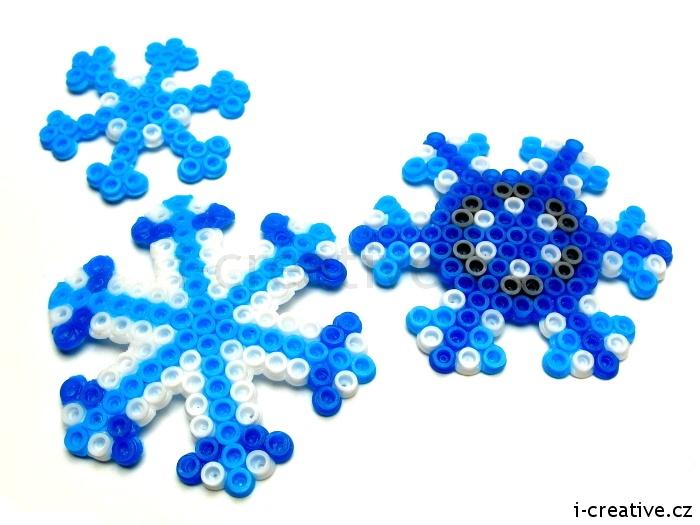 Snowflakes - craft for kids. Sněhové vločky ze zažehlovacích korálků  - tvoření pro děti.