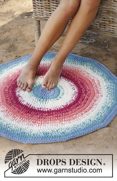 Crochet Round Rug: free #crochet #rug #pattern