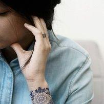 Tatouage bleuté