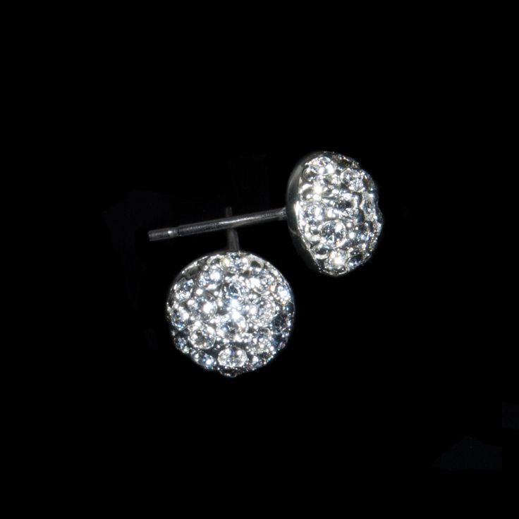 Many classic designs are timeless and universal, something that always looks good and interesting. These Classic semi-precious stone earrings are popular between our customers and will fit your every evening outfit. Swarovski zirconias plated with silver, available also in gold and ruthenium.