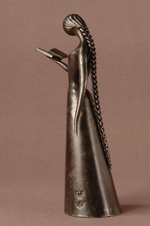 Escultura em ferro de Jean-Pierre Augier. Would be very nice to try ....made of paper mache