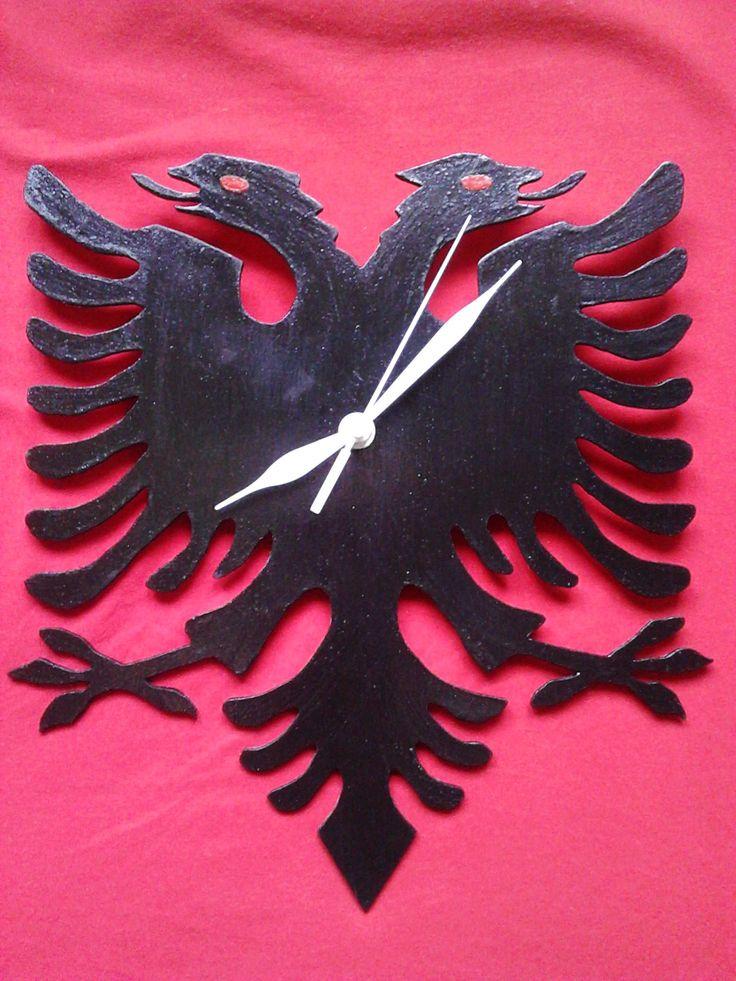 Dřevěné hodiny-orlice, barva černá