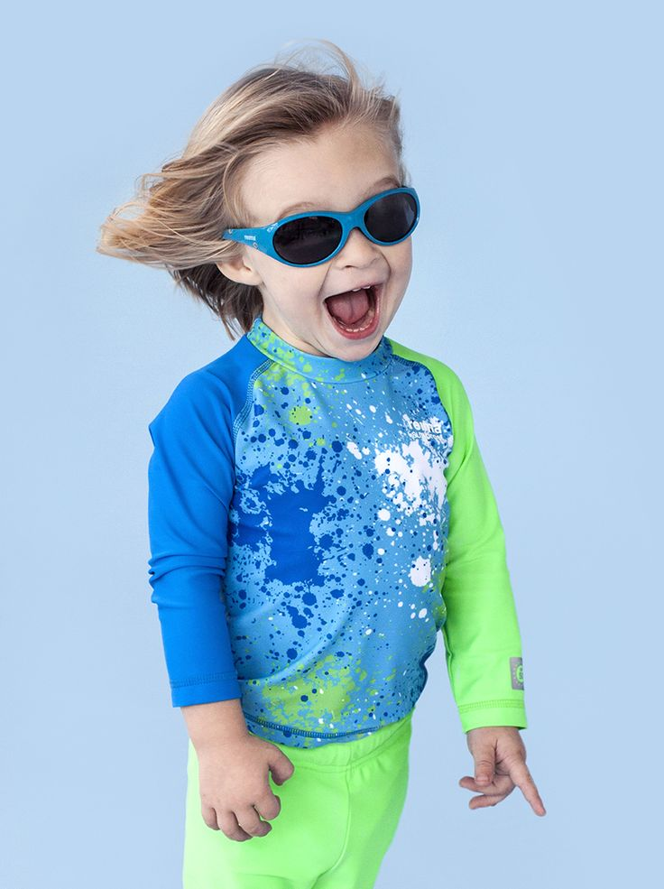 UV protective wear shields children from sunburn, both in and out of the water. The UV protection in Reima® SunProof swimsuits is built into the fabric and does not deteriorate in the wash.