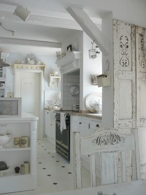 Shabby Kitchen.....gawwww, makes me wanna ditch all my wild scrapbook/wallpaper walls and go ALL WHITE!!