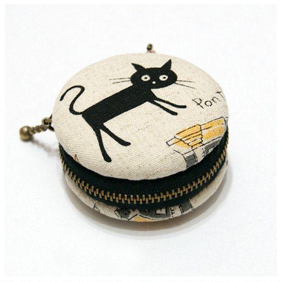 6.5cm Macaron Coin Purse / Jewelry Box-Playing Cat