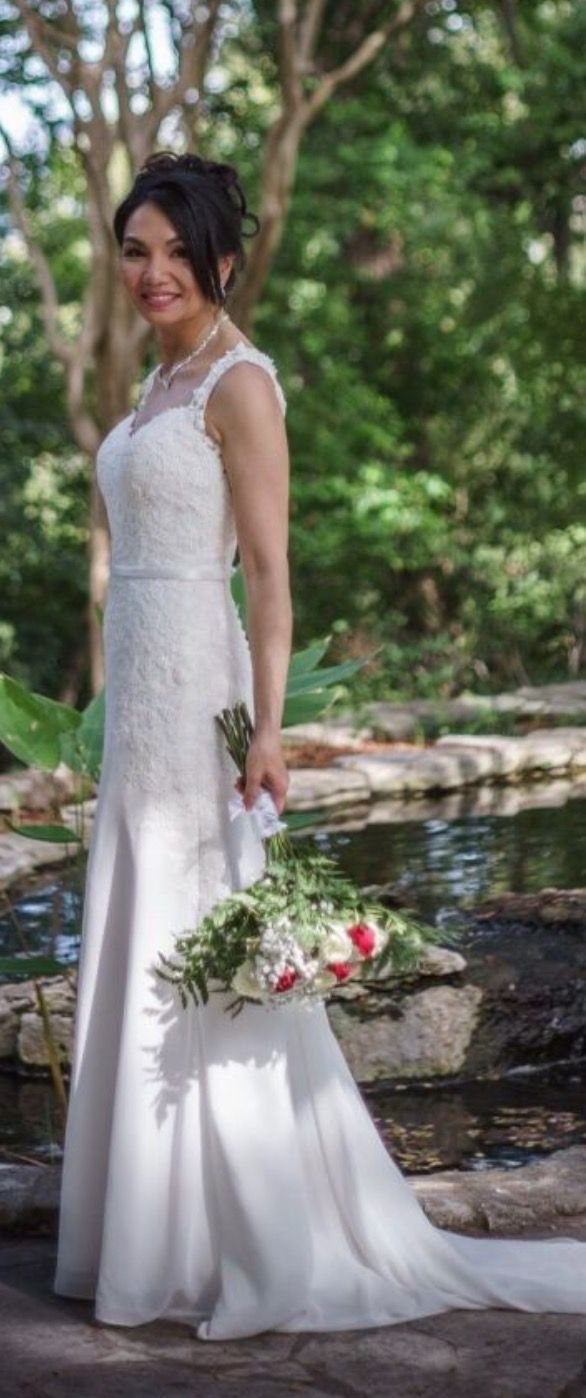 Parvani Vida dress with skinny, simple wedding belt in ivory, photo taken by D. Mullins (instagram profile @dmullins_landscapes) at the Zilker Botanical Gardens. Wedding belt by Blue Lily Magnolia, made to order and to size.