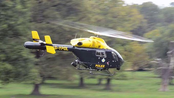 ¡Abusadores! Policía Británica espió con helicóptero a personas teniendo sexo