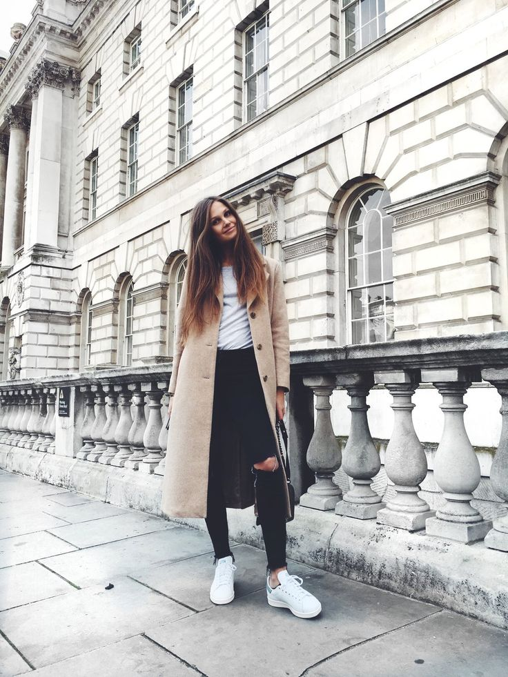 Maxi coats are absolutely in this season! Filippa Hagg wears this beautiful beige number over distressed denim jeans and a plain white tee, creating a simple yet elegant fall style. Coat/Sneakers: & Other Stories, Jeans: Frame, T-Shirt: Brandy...