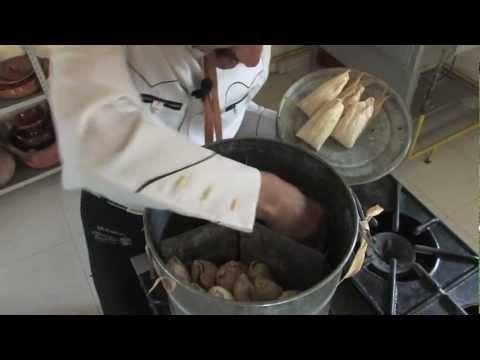 ▶ Recetas Mexicanas: Tamales de rajas con queso y salsa verde (Yuri de Gortari) Recetas de Tamal - YouTube