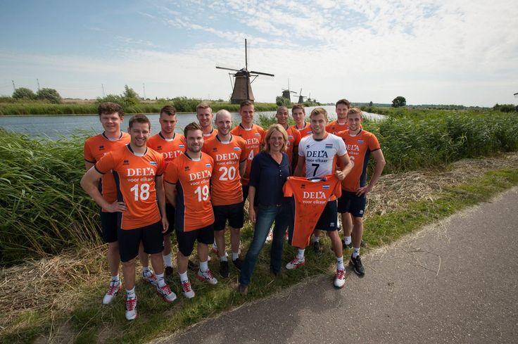 Nederlands Volleybalteam heeft afdruk van molencomplex op hun shirt laten printen.