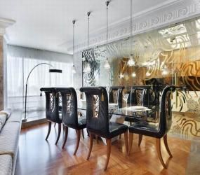 Роскошный интерьер со стеклянной перегородкой