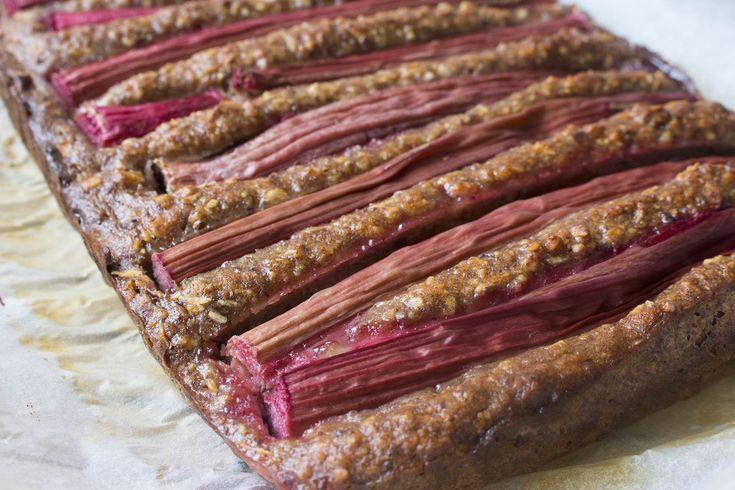 Rabarberkage - glutenfri og fri for hvidt sukker.
