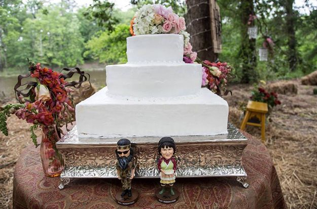 Phil and Kay Robertson bobbleheads decorate the wedding cake in 'Til Duck Do Us Part on Duck Dynasty - Till Duck Do Us Part Pictures - Duck Dynasty - AETV.com