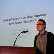 Paavo Järvensivu pitää aloituspuheenvuoron.